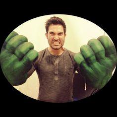 Tyler Hoechlin ↔ The Hulk!