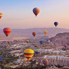 Gli splendidi paesaggi della Cappadocia, Turchia. #giftsitter è la #lista viaggio adatta ad ogni occasione! Scopri di più cliccando sul link in bio!  #giftsittermania #tourism #tourist #voyage #turchia #turkey #paesaggi #mongolfiera #instalike #instagood #photography #photooftheday #compleanno #matrimonio #laurea #lista #regalo #viaggiare #turisti #world #travel #travelingram