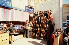 """Sprzedawca sandałów, Dar-as Zaur - wschodnia #Syria, obecnie """"Państwo Islamskie"""" #DarasZaur fot. Tra-ta-ta-ta Fot.dodana w ramach akcji #15października #uchodźcymilewidziani Syria, Countries, War"""