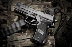 Tactical Knives, Tactical Gear, Armas Sig Sauer, Rifles, Sig Sauer P226, Survival, Home Defense, Cool Guns, Guns And Ammo