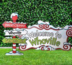 Grinch Yard Decorations, Whoville Christmas Decorations, Grinch Christmas Party, Grinch Party, Christmas Yard Art, Christmas Themes, Christmas Crafts, Christmas Hallway, Kids Christmas