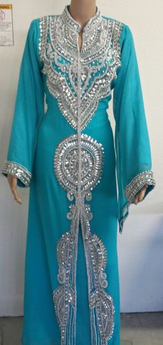 Make a lovely cover all Arab Fashion, Islamic Fashion, Muslim Fashion, African Fashion, Saris, Caftan Dress, Kaftan Abaya, Caftan Gallery, Arabic Dress