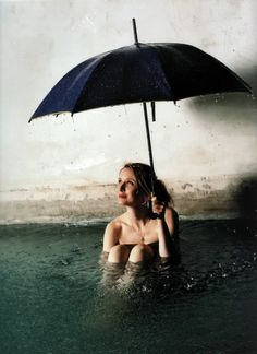 Julie Delpy / from HOLLYWOOD SPLASH: Photographs by Véronique Vial/CPi published by powerHouse Books
