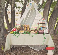 woodland birthday party - WHY can't sister Stella's bday be in the spring/summer? So sweet!
