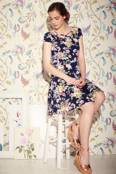British Style | Φόρεμα skater floral με ιδιαίτερο κόψιμο στον λαιμό | Fever London | Phillyshop.gr