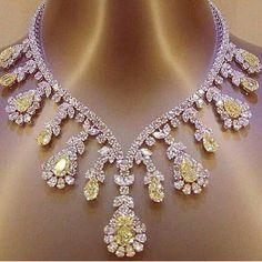 Extraordinary Yellow and White Diamond necklace. Magnificent pieac with Astonishing colour. Luxury Jewelry, Modern Jewelry, Fine Jewelry, Diamond Pendant Necklace, Diamond Jewelry, Diamond Necklaces, Pearl Necklace, Pearl Pendant, Diamond Choker