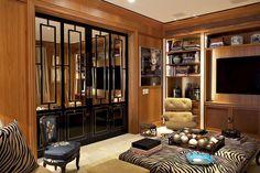 Projeto aposta no luxo sem excessos - Casa Vogue   Interiores para sala tv Eliana
