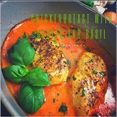 Unser neustes Rezept ist bereits online und findet regen Anklang. Knoblauch spaltet ja die Leute in zwei Lager. Wir gehören definitiv zu den Knoblauch- Liebhabern. Und ihr? . . . #knoblauch #poulet #hähnchen #chicken #chickenbreast #garlic #alforno #recipe #rezept #basil #basilikum #parmeggianoreggiano #yummy #nomnom #nomnomnom #foodie #foodpic #swissblogger #swissfoodblog #foodwerk #lecker #toscana #foodporn #hot #knobli #blickChuchi