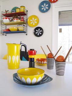 Retro colors on white - kitchen inspiration!