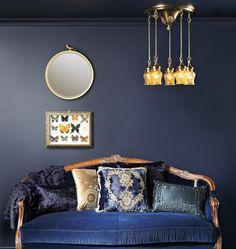 Navy velvet sofa | Wedding Style Inspiration by Marigold Paper
