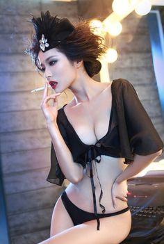 不一样的魅力秀,T台后化妆间的模特私拍
