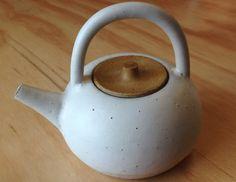Yoko Ozawa bonbori teapot - small| Mr Kitly