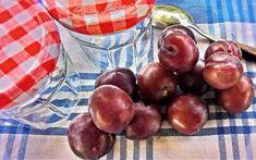 Szilvabefőtt – készülhet édesen vagy savanyún, cukrosan, vagy rumosan. Érdemes kísérletezni vele, hiszen télen a kamra polcairól lekerülve igazi csemege Kamra, Fruit, Food, Meal, The Fruit, Essen, Hoods, Meals, Eten