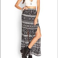 ⚫️Slit Maxi Skirt⚫️ This is a super cute hippie gypsy Forever 21 slit maxi skirt high rise waist. You can wear this on a festiva! Never touched it again. (price is negotiable) Forever 21 Skirts Maxi