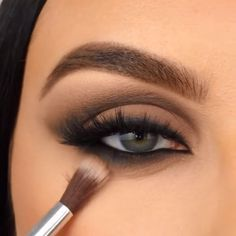 Makeup Eye Looks, Beautiful Eye Makeup, Beautiful Eyes, Eyeliner Stencil, Sunset Palette, Korean Eye Makeup, How To Make Drawing, Eyeliner Tutorial, Healthy Beauty