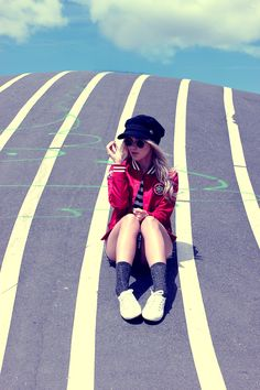 Look: Cap – Style Moi, Jacket – Superdry, Shirt – Marisa, Shorts – H&M, Sunnies – Dresslink, Socks – Sneaky Fox, Sneakers – Superga Scandinavia