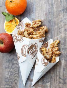 Easily make caramelized walnuts yourself Mr. Green cooks - Easily make caramelized walnuts yourself Mr. Walnuts Nutrition, Cranberry Walnut Salad, Caramelized Walnuts, Sweet Carrot, Meat Appetizers, Le Diner, Vegetable Drinks, Healthy Eating Tips, Clean Eating