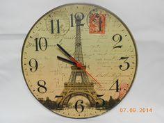 Relógio em MDF decorado com decoupagem, funciona com pilhas.  Confecção Atelier da Ponte R$ 35,00
