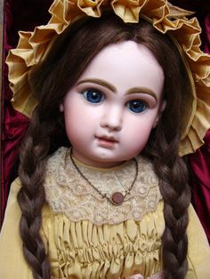 Wonderful antique JUMEAU Bebe size 13 in her wooden box.