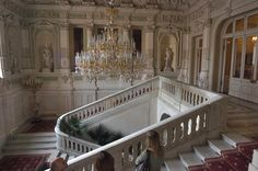 Grand staircase on the first floor of Yusupov Palace. Description from asergeev.com. I searched for this on bing.com/images