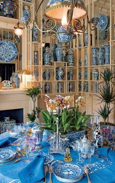 Beautiful blue decor with a blue table and blue and white ceramics. At the Emperor's Table - Features - Valentino Garavani Museum Blue And White China, Blue China, China China, Beautiful Table Settings, Blue Table Settings, Place Settings, Chinoiserie Chic, Elegant Table, White Rooms