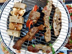 If beef is what for dinner, fire up the tabletop grill and make it Japanese beef yakiniku. Here are recipes for thin strips of beef marinated, grilled, and dipped in delectable sauces. Konro Grill, Grill Recipes, Cooking Recipes, Grilled Beef, Beef Dishes, Japanese Food, Tabletop, Barbecue, Sauces