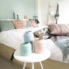 Pasteltinten in onze slaapkamer! www.xcuseme.nl