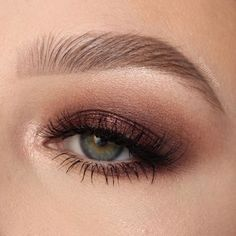 The 50 Prettiest Eye Shadow Ideas to Copy ASAP Contoured eye shadow with winged eyeliner Eyeliner Images, Winged Eyeliner, Eyeshadow Tips, Eyeshadow Makeup, Bronzy Eye Makeup, Bronze Eyeshadow, Peach Eyeshadow, Eyeshadow Brushes, Makeup Brushes