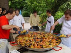 I love Paella! Going to try this one -Gordon Ramsay& perfect paella (but seriously - who has a pan this big! Fish Recipes, Seafood Recipes, Great Recipes, Cooking Recipes, Favorite Recipes, Gordon Ramsay, Seafood Paella, Seafood Dishes, Gastronomia
