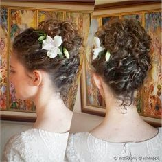 Toda noiva quer estar linda no dia do casamento e o penteado é parte fundamental do visual para subir ao altar. É cada vez maior o nú. Curly Hair Updo, Curly Hair Tips, Curly Hair Styles, Natural Hair Styles, Up Hairstyles, Wedding Hairstyles, Curly Hair Problems, Colored Hair Tips, Image Clipart