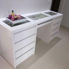 WEBSTA @ ape1507 - Meu cantinho! Ainda faltam alguns itens rss... o espelho acima da penteadeira a cadeira e um tapete beeem felpudo... mas já amooo ♥#penteadeira #meuape #meucantinho #make #design #interiores #decoracao #planejados #reforma #apartamento #vidadecasada #ape1507 #closet #instadecor #homesweethome #myhome #ambiente #sigame #likes #follow4follow #follower #happy #arquiteturadeinteriores