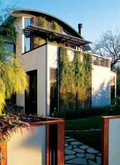 a chic, modern, solar home in Palo Alto, California