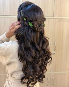 that Quince Hairstyles, Formal Hairstyles For Long Hair, Open Hairstyles, Wedding Hairstyles For Long Hair, Indian Hairstyles, Bride Hairstyles, Amazing Hairstyles, Short Hair, Hairstyles For Gowns