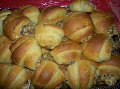 Ingredients 16 oz bulk sausage, cooked and crumbled (any flavor) 8 oz cream cheese, softened 2 can(s) refrigerated crescent rolls 1 c shredded sharp cheddar cheese (or any cheese) How to Make Sausage Cream Cheese Crescents Step-by-Step Mix Meat Appetizers, Appetizer Recipes, Breakfast Dishes, Breakfast Recipes, Breakfast Plate, Sunday Breakfast, Breakfast Casserole, Breakfast Ideas, Casserole Spaghetti