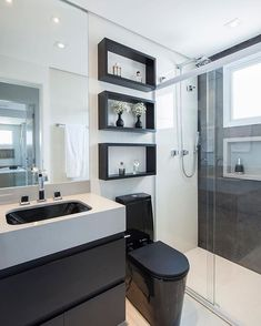 Bathroom inspiration in black and white, beautiful! Monise Rose Project Bathroom inspiration in black and white, beautiful! Bathroom Design Luxury, Bathroom Layout, Modern Bathroom Design, Modern Bathrooms, Bad Inspiration, Bathroom Inspiration, White Bathroom, Small Bathroom, Bathroom Wall