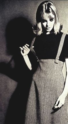 Jean Shrimpton in Vogue September I must copy her tweed skirt~love the shaping at the waist minus the straps Sixties Fashion, Mod Fashion, Fashion Beauty, Vintage Fashion, Womens Fashion, Style Fashion, Moda Retro, Moda Vintage, Vogue Vintage