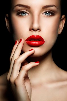 66 ideas fashion photography women portraits red lips for 2019 Beautiful Lips, Young And Beautiful, Beautiful Women, Clown Makeup, Halloween Makeup, 80s Makeup, Makeup Meme, Devil Makeup, Rave Makeup