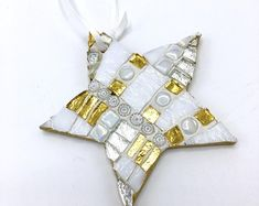 Mosaic Star Ornament, White Gold Silver Rudtic Decoration, Christmas Tree Hostess Gift, Holiday Gift Exchange, Hanging Tree Ornaments – Verre et de vitrailes Christmas Mosaics, Kids Christmas Ornaments, Glitter Ornaments, Painted Ornaments, How To Make Ornaments, Christmas Star, Christmas Ideas, Mosaic Art, Mosaic Glass