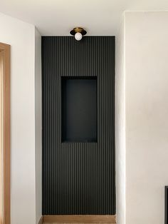 diy interieur DIY WOOD SLAT WALL Ever since I saw my first wood slat wall treatment I knew I had to have one in our house. Once I started planning the playroom, I found the perfect spot.Read The Post Wood Slat Wall, Wooden Slats, Wood Paneling, Modern Wall Paneling, Bathroom Paneling, Wood Walls, Panelling, Diy Antique Books, Pottery Barn Black