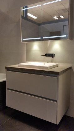 Home - Ben Scharenborg realiseert Wooncomfort B & B, Double Vanity, Bathroom Lighting, Mirror, Furniture, Home Decor, Bathroom Light Fittings, Bathroom Vanity Lighting, Decoration Home