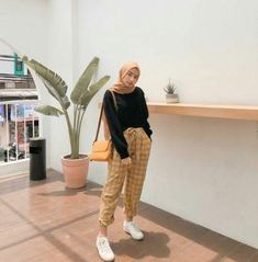 hijab remaja simple 28 Trendy Ideas For Clothes Photography Simple Hijab Casual, Ootd Hijab, Hijab Chic, Modern Hijab Fashion, Street Hijab Fashion, Hijab Fashion Inspiration, Muslim Fashion, Modest Fashion, Hijabs