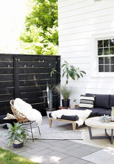 Refresh your outdoor living space by creating a modern back patio—your summer hosting plans will thank you. The Merrythought proves that it is indeed possible to have a stylish and welcoming back patio that doesn't break the bank. Patio Diy, Backyard Patio, Porch Garden, Backyard Ideas, Backyard Landscaping, Pergola Ideas, Private Patio Ideas, Modern Backyard, Garden Beds