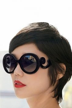 So Retro - Baroque Swirl Arms Sunglasses Black