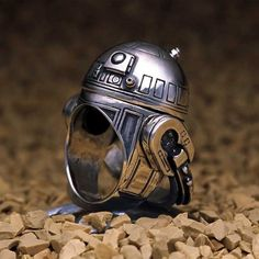Compliment your geeky outfit with one of the finest pieces of jewelry in the galaxy with one of these Star Wars rings. Each ring is masterfully crafted in the likeness of our beloved intergalactic characters and makes an excellent Star Wars collectible. Star Wars Ring, Star Wars Love, Star War 3, Star Trek, Bijoux Star Wars, Star Wars Jewelry, R2d2 Ring, Objet Star Wars, Star Wars Schmuck