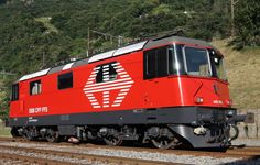 Schweizerische Bundesbahnen (SBB) / Chemins de fer fédéraux suisses (CFF) / Ferrovie Federali Svizzere (FFS), Re 420 Train Art, By Train, Train Tracks, Electric Locomotive, Steam Locomotive, Railroad Pictures, Swiss Railways, Corporate Identity Design, Electric Train