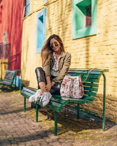 Girl Photo Poses, Girl Photos, Urban Photography, Photography Poses, Girls Tumbler, Stylish Winter Outfits, Poses For Pictures, Foto Pose, Girl Inspiration