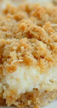 Creamy Lemon Crumb Squares - The Girl Who Ate Everything Creamy Lemon Crumb Squares ~ These bars were awesome. They almost tasted like key lime bars. You probably could substitute lime juice if you wanted. Lemon Desserts, Lemon Recipes, Easy Desserts, Sweet Recipes, Lemon Desert Recipes, Angel Food Cake Desserts, Health Desserts, Dessert Simple, Food Cakes