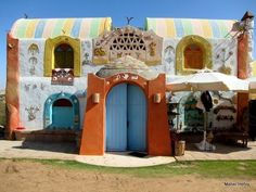 Nubian style Natural building with mud bricks. You can relax in our guesthouse at the Nile with lots of desert as well