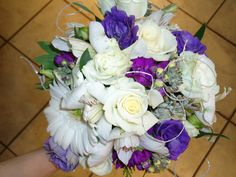 Winter themed wedding flowers created by Lexington Floral in Shoreview, Minnesota.    #wedding #weddingflowers #floral