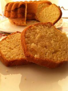 Bu kekin tarifinde su var, su ile yapılan bir kek :) Malzemeler 4 yumurta 1 limon kabuğu rendesi 3,5 çay bardağı şeker 1,5 çay bardağı su 1 çay bardağı sıvıyağ 5,5 çay bardağı un 1 paket kabartma tozu Yapılışı Öncelikle yumurta ve …